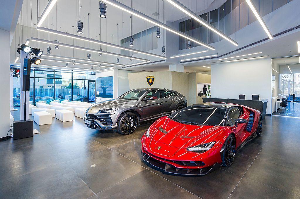 Lamborghini Taichung總代理嘉鎷興業總經理趙一葵先生表示:「總代理成立十年以來,嘉鎷感謝臺灣所有Lamborghini車主與愛好者多年來的支持與肯定,也感謝Lamborghini原廠對臺灣市場發展的重視。」 圖/Lamborghini Taipei提供