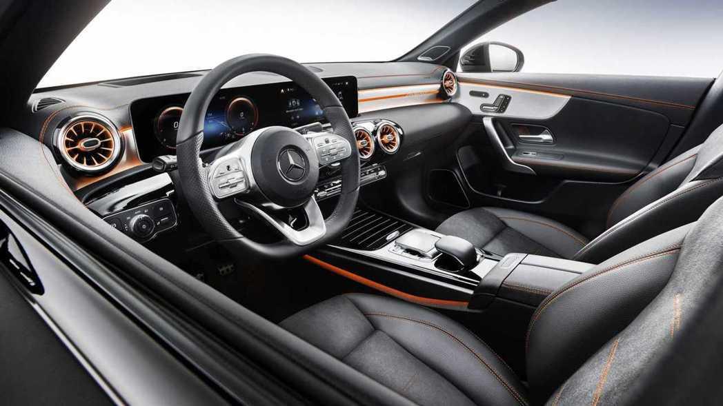 Edition 1的橘色套件點綴讓內裝多了點層次感。 摘自Mercedes