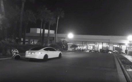 影/機器人內鬥?Tesla特斯拉自駕「撞死」機器人 廠商急壞