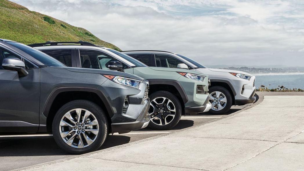 北美Toyota與Lexus在去年共售出2,426,672輛,銷售表現小幅下滑。 摘自Toyota