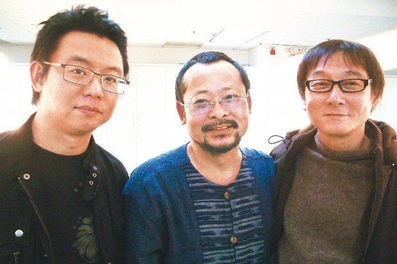林暐哲(左起)、陳明章、王明輝當年是「黑名單工作室」成員,1989年首張專輯《抓...