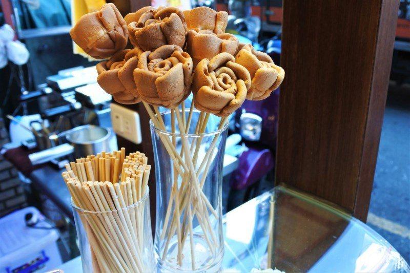 (圖/台灣旅行趣) ▲每日第一模製作出的幸福燒並不會提供給顧客吃,老闆會把它們弄...