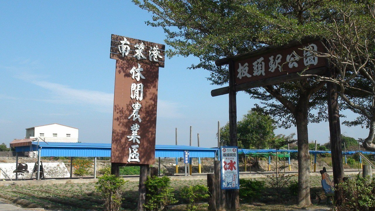 南笨港食農體驗公益農場附近有板陶窯、頂菜園鄉土館和交趾陶剪黏大壁畫等景點。記者謝...