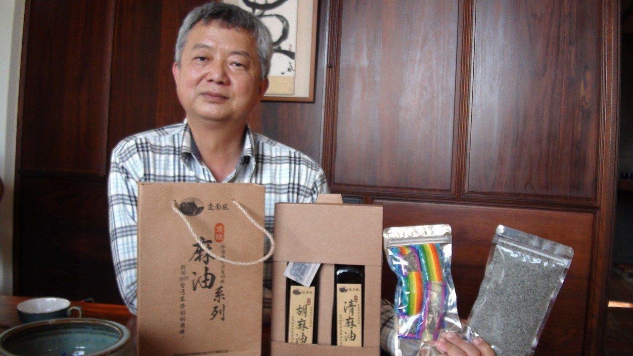 忙著交趾陶事業的謝東哲,投入胡麻栽種,希望建立農業社會企業,讓青農有機會在農村發...