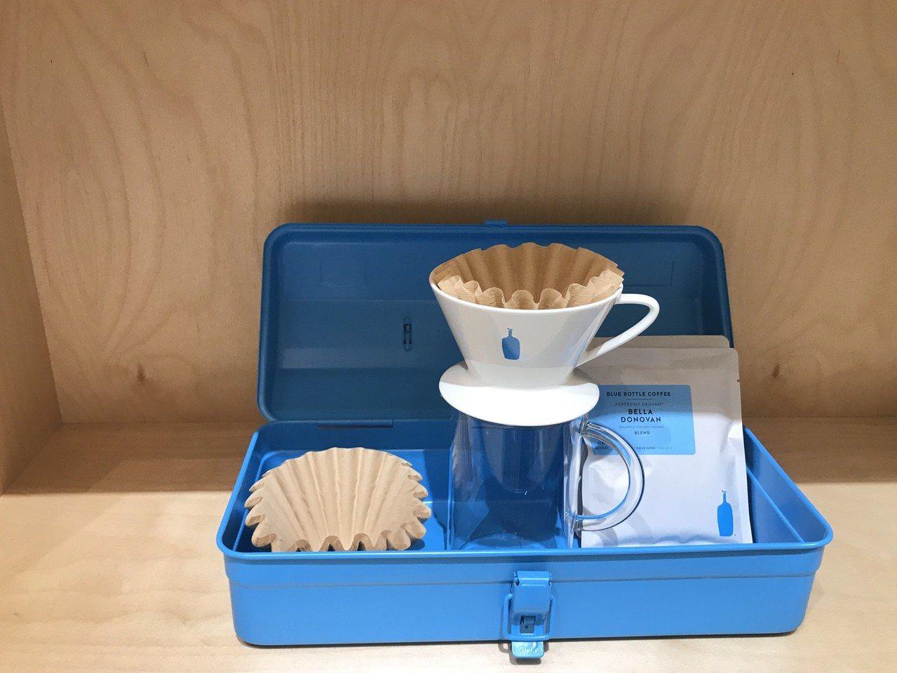 藍瓶工具箱(藍色、灰色)1,290元。記者江佩君/攝影