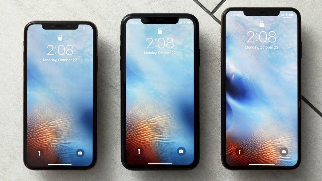 蘋果傳三款新iPhone全面減產,由左至右為 XS、XR及XS Max。 美聯社