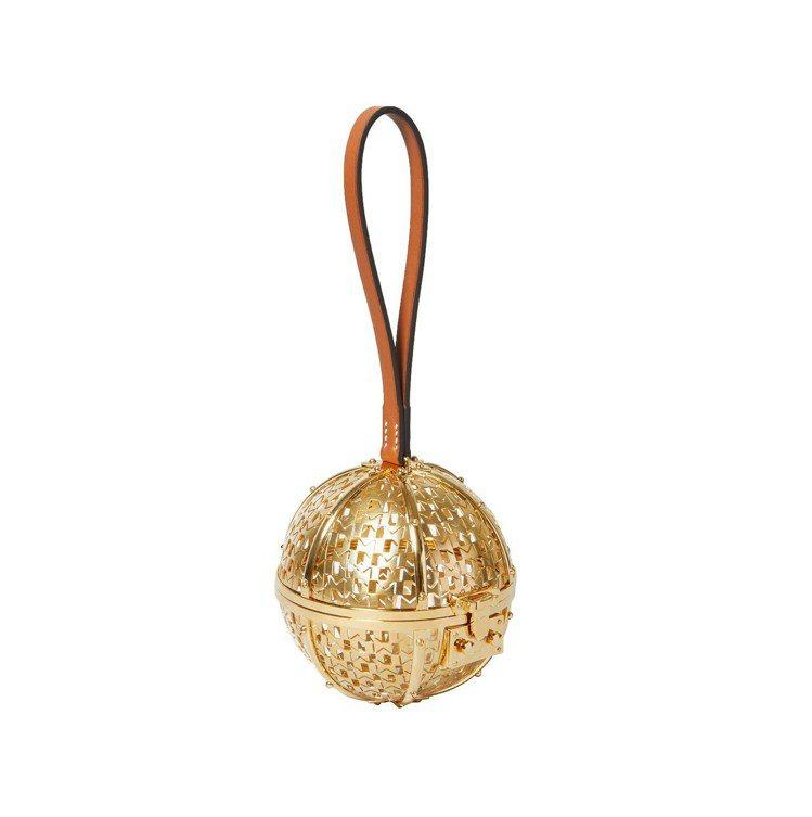 Minaudiere縷空圓球金屬手拿包,價格未定。圖/MOYNAT提供