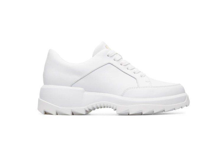 Helix系列白色休閒鞋,9,880元。圖/CAMPER提供