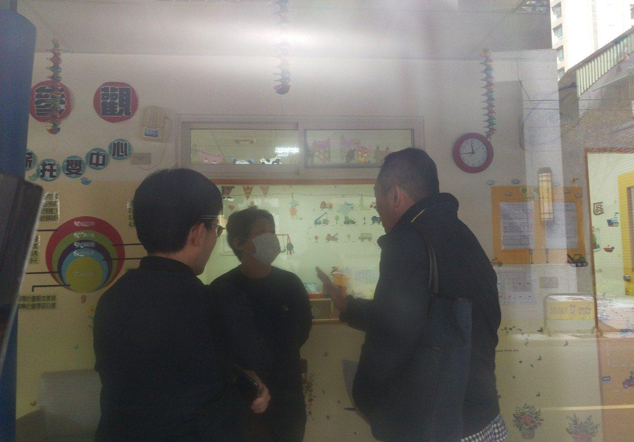 淯薪托嬰中心夏姓主任(中)面對虐童調查。記者魏翊庭/攝影