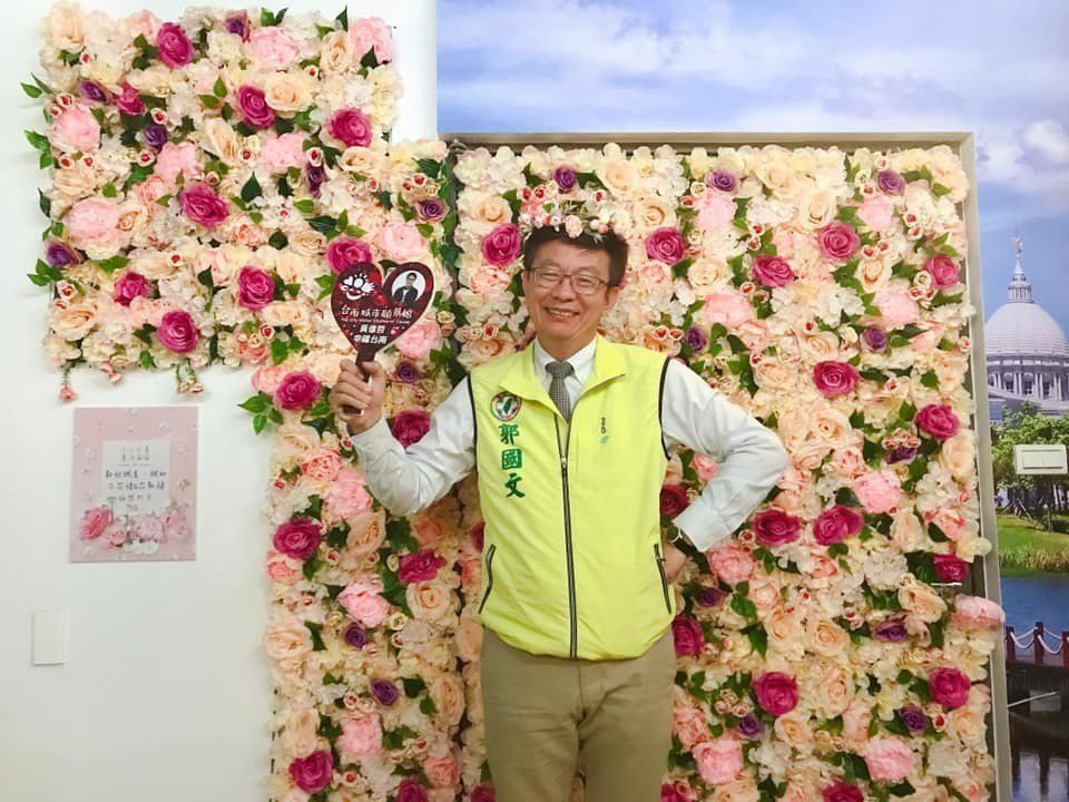 民進黨今天通過台南市第二選區補選徵召郭國文(左)參選。記者綦守鈺/翻攝