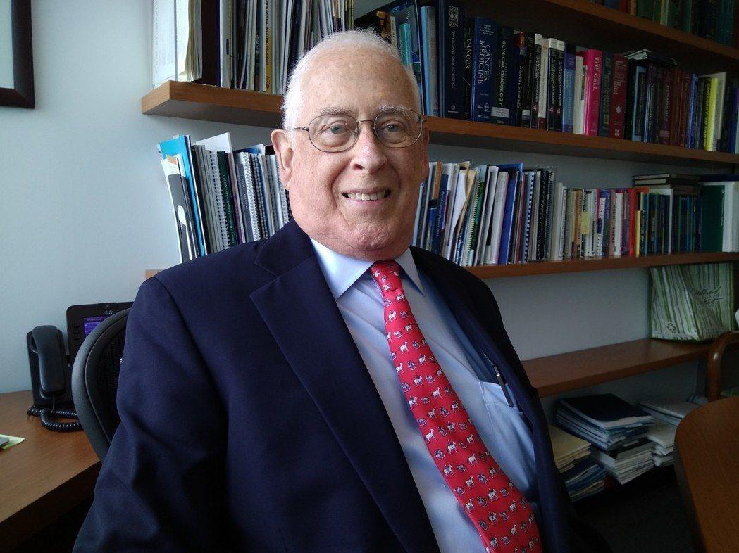 約翰•曼德森主張並證實藉由抗體抑制EGFR的TK活性即可抑制癌症,榮獲唐獎201...