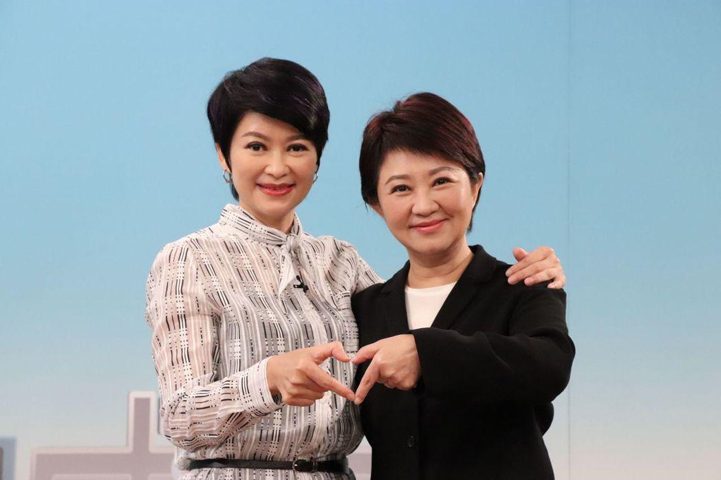 盧秀燕之前接受妹妹盧秀芳(左)專訪,姊妹倆同框合照。圖/中天提供