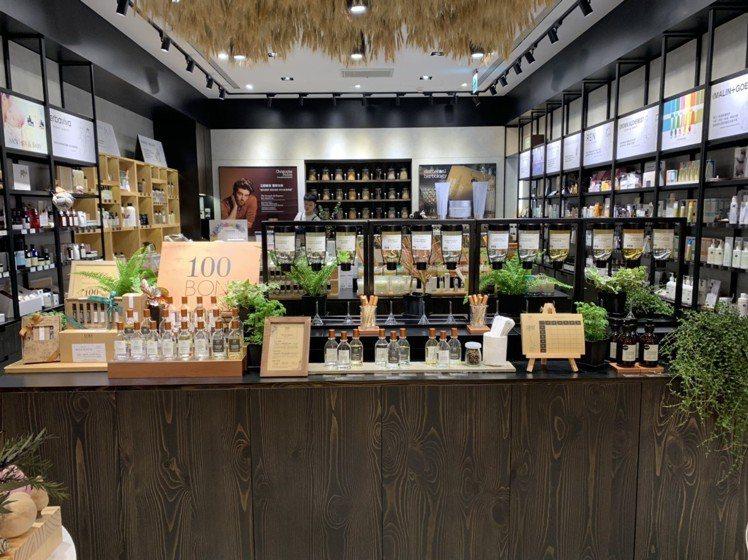 10/10 HOPE攜手100BON,將法國總店的「香水吧」概念複製來台巡迴。圖...