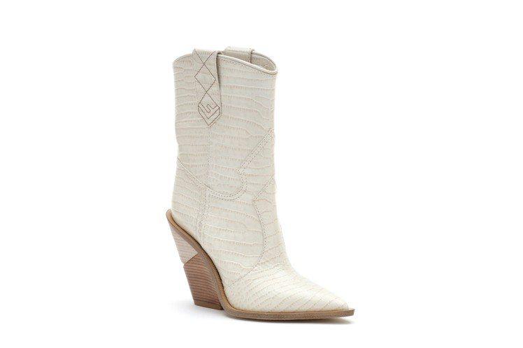 FENDI白色牛仔靴,售價40,900元。圖/FENDI提供