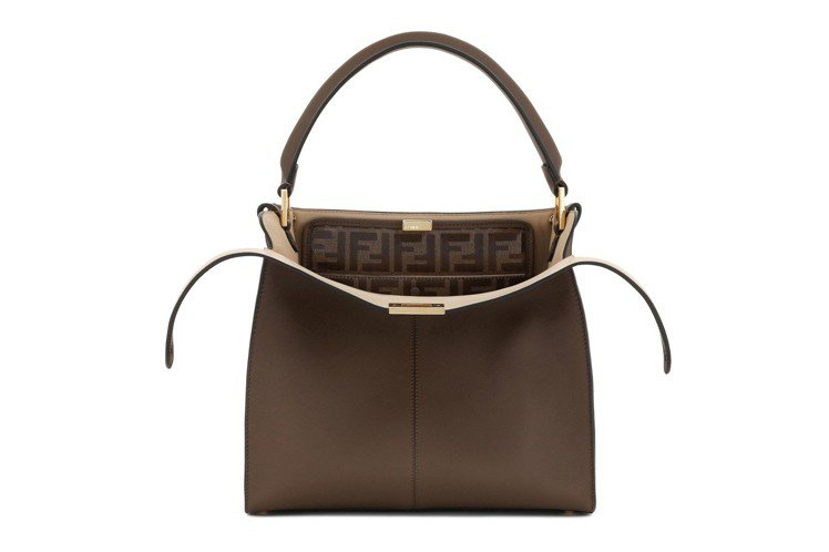 Peekaboo X-Lite Regular包款,售價13萬元。圖/FENDI...