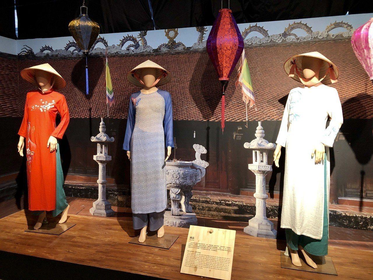 展出項目包含漆器、竹編、陶器與越南國服「奧黛」織品等精美的傳統工藝品。記者宋健生...