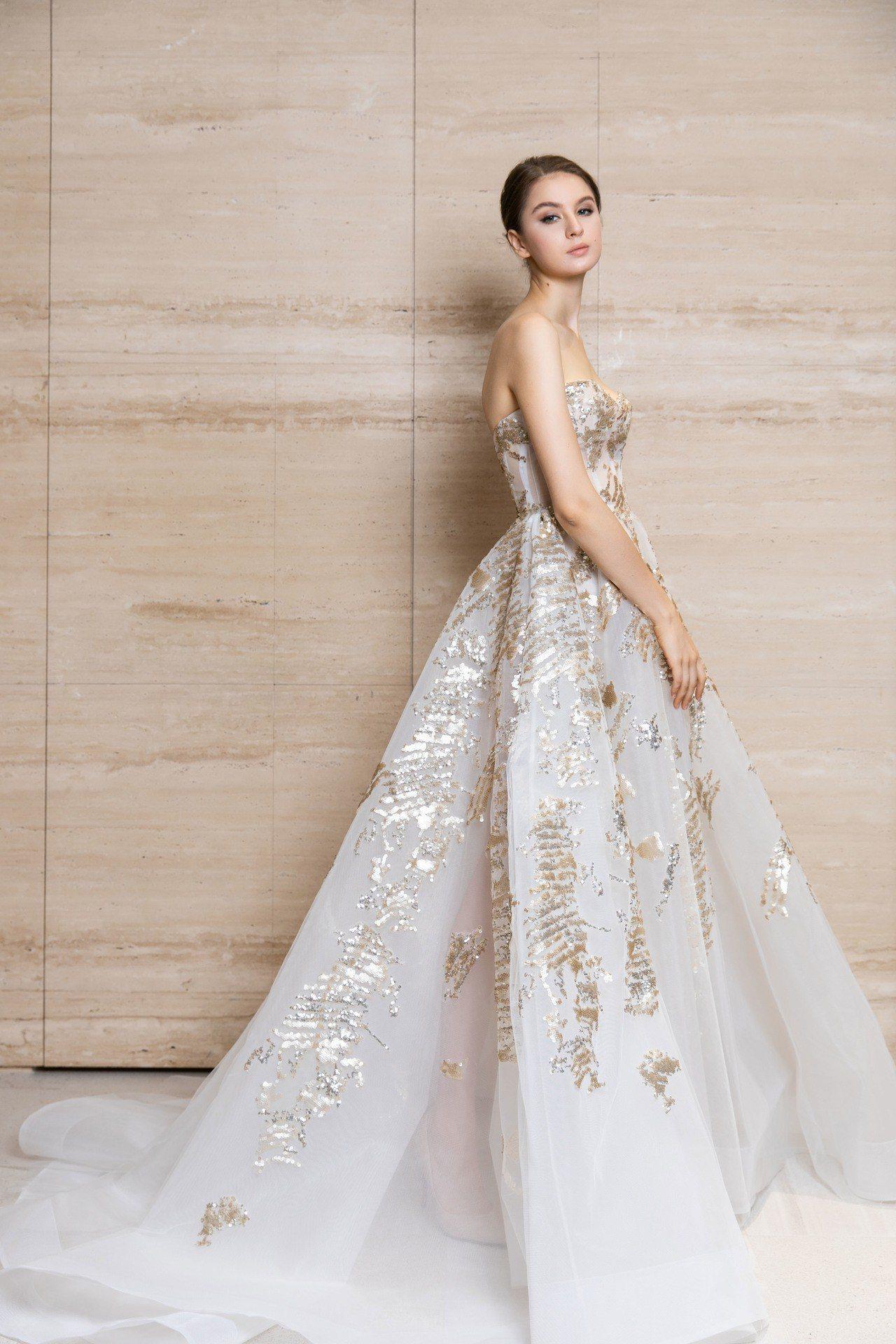 Nicole + Felicia春夏以歐洲進口頂級面料縫製款華麗蓬裙,無論是馬甲...