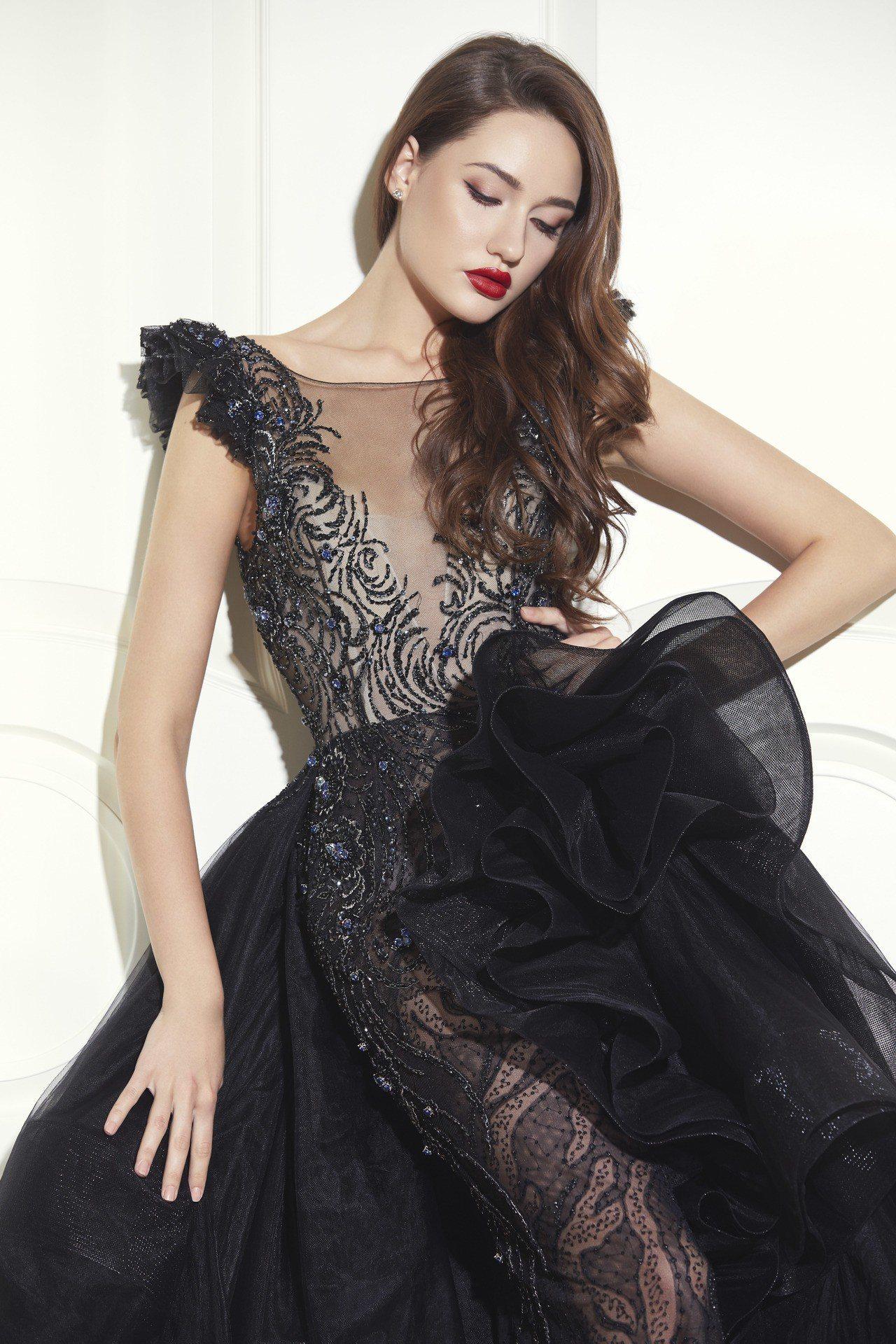 藏藍黑裸紗性感透視晚禮服。圖/Jasmine Galleria提供