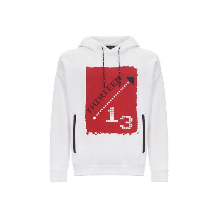 獨家數字系列13號白色連帽運動衫,19,800元。圖/嘉裕西服提供
