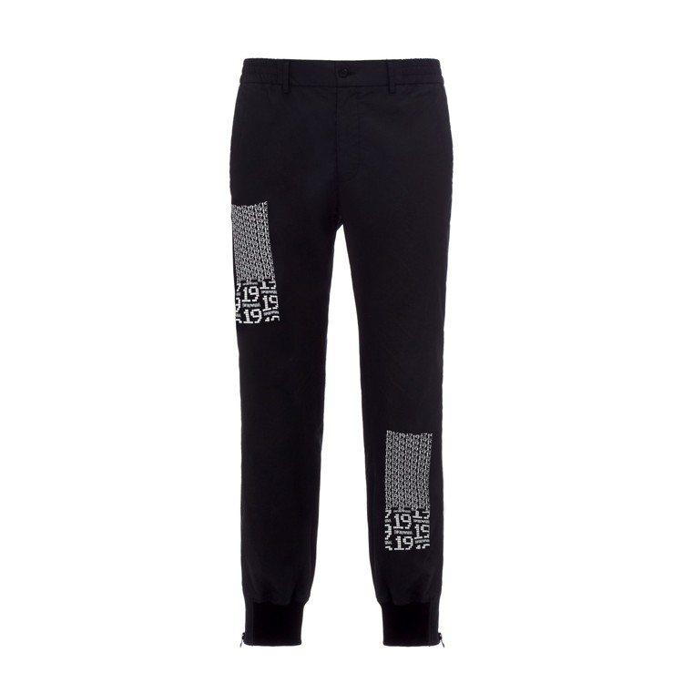 獨家數字系列14號縮口運動褲,21,800元。圖/嘉裕西服提供
