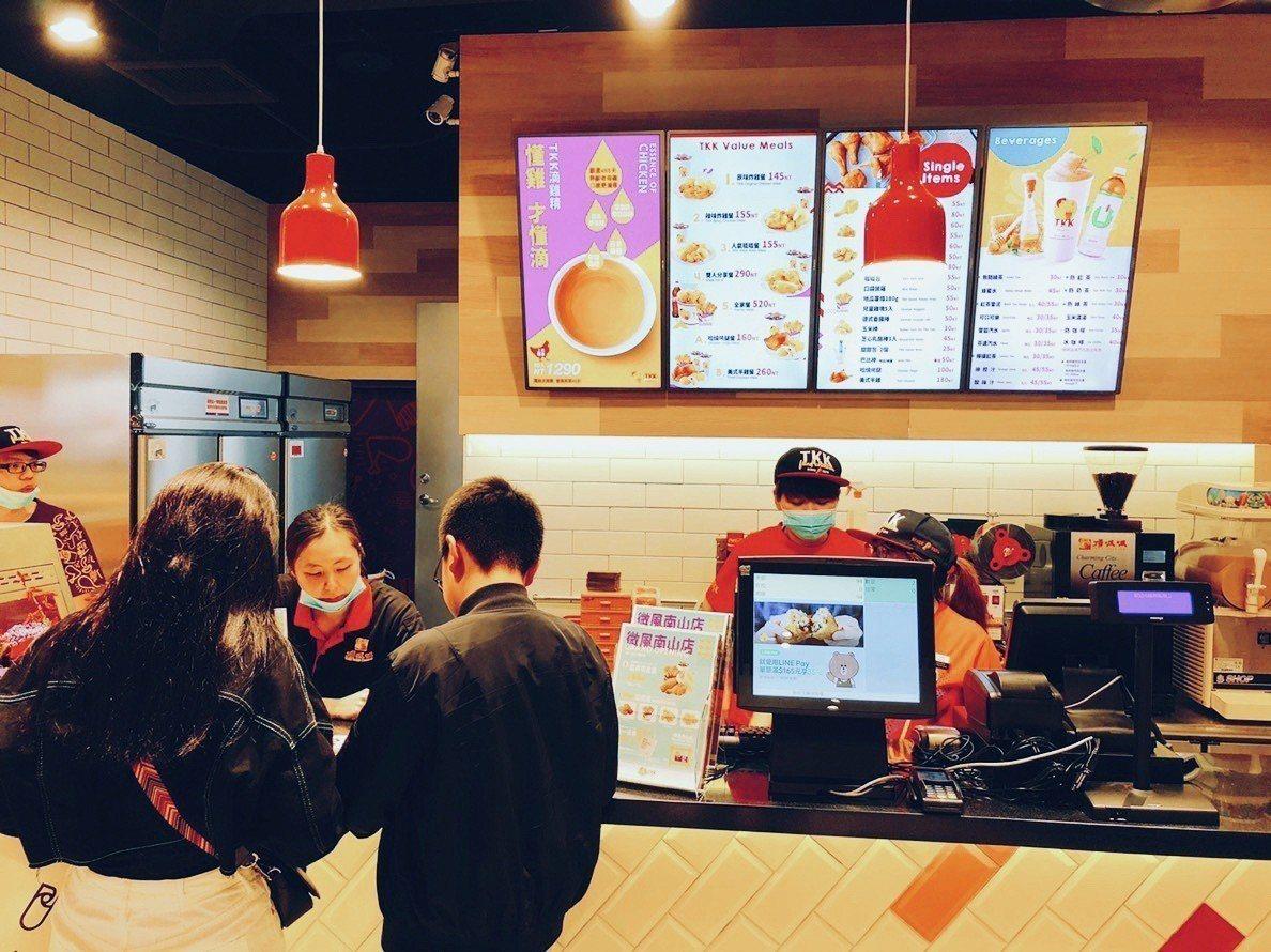 頂呱呱微風南山店位於百貨B2。圖/頂呱呱提供
