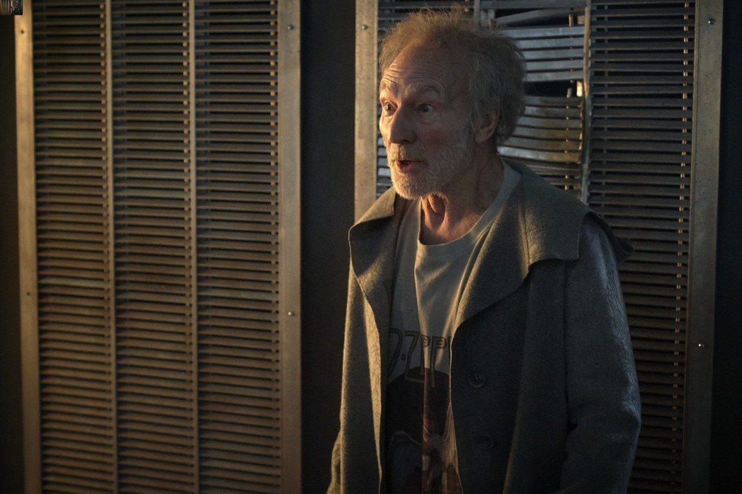 派屈克史都華在「魔劍少年」演出巫師梅林。圖/福斯提供