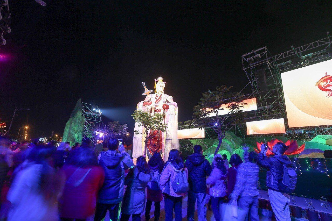 素還真花燈吸引不少民眾前往參觀。圖╱聯合報系資料照片