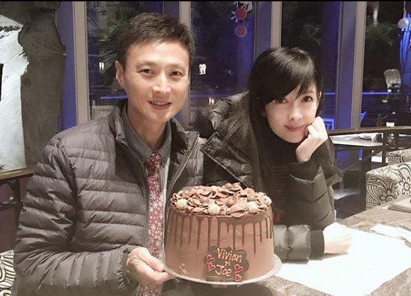 周慧敏與丈夫倪震慶祝結婚紀念日。圖/摘自IG