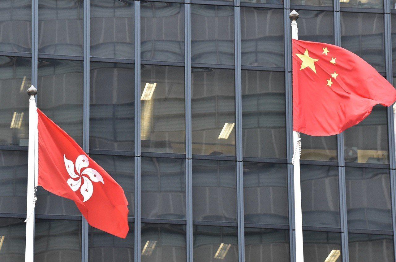 香港國歌法草案延長檢控時限至兩年引發爭議。 香港中國通訊社