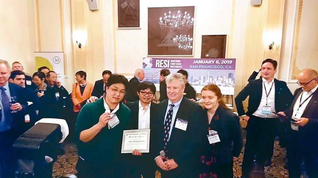 聿信醫療參加RESI創新挑戰賽勇奪第二名,圖左一為聿信醫療總經理許富舜、左三為L...