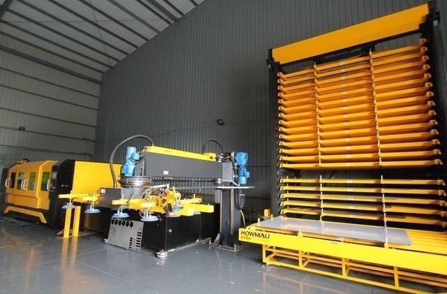 伍一精密何青峰購買皓茂機械開發的「自動化雷射雕刻整廠規劃」,包括光纖雷射切割機、...