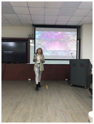 西班牙馬德里理工大學Arredondo教授進行健康照護物聯網專題演講。 元培/提...