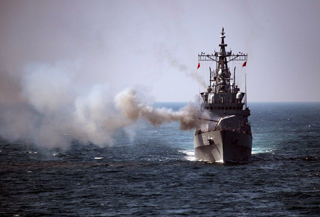 南韓的廣開土大王號驅逐艦(DDH-971),因為在海上用火控雷達照射日本P-1反...