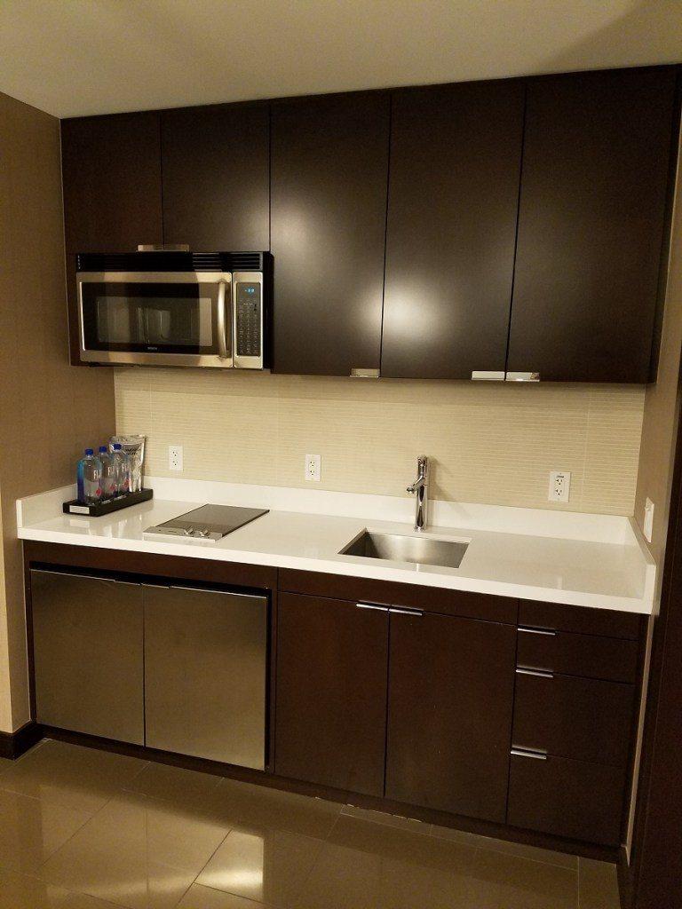 小廚房,有微波爐與電爐,有需要也可以在這裡煮點東西來吃 圖文來自於:TripPl...
