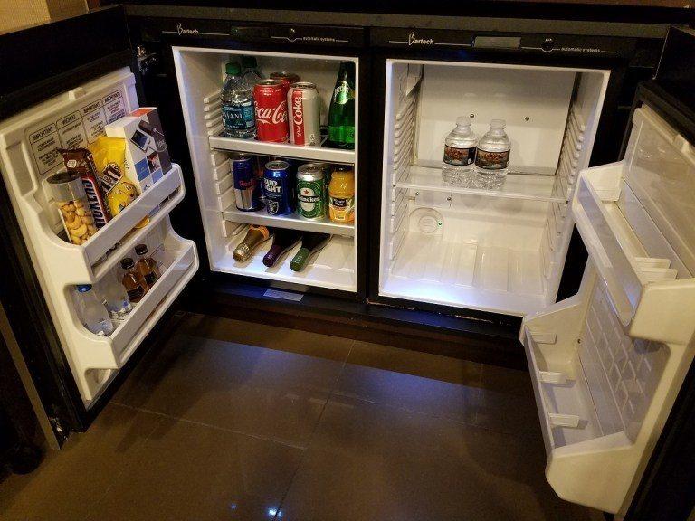 冰箱內的Mini Bar,基本上都是要收費的 圖文來自於:TripPlus ...