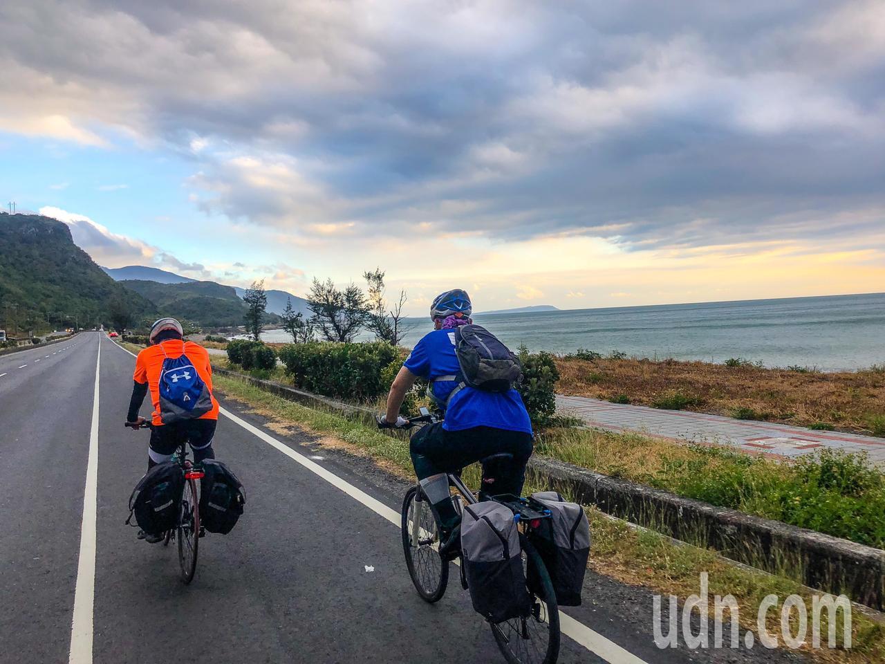 自行車騎士期待環島一號線有自行車專用路權。記者王騰毅/攝影