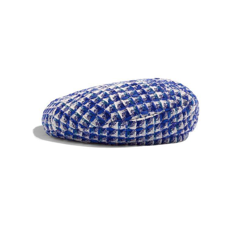度假系列藍白交織斜紋軟呢貝雷帽,21,700元。圖/香奈兒提供