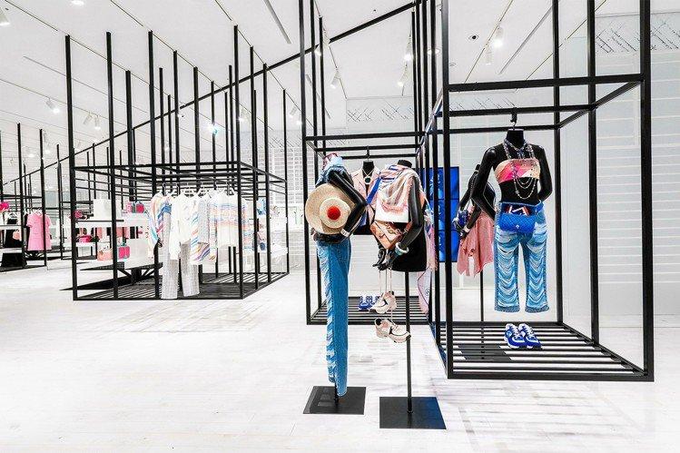 66坪大的空間將接連販售3組系列作品,首推出的就是木村光希、茱蒂蒙等人接連搶穿的...