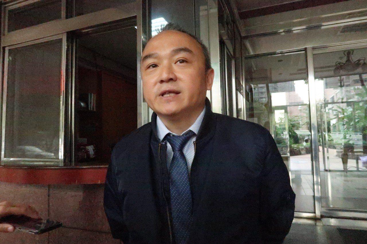 潘恆旭今天表示,馮已經情緒勒索他20年,限馮在3天內道歉,不道歉就法院見!記者徐...
