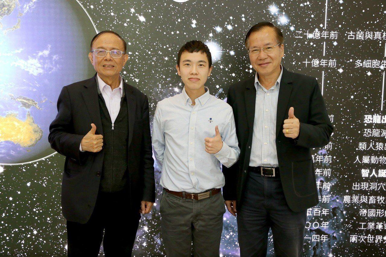 溫馨Formal Dinner學生之一的王新福(中),曾獲第15屆全國身心障礙技...