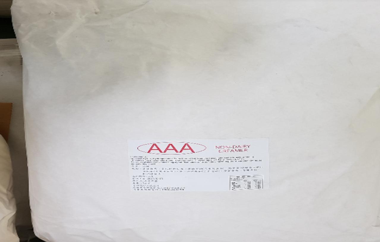 衛生機關去年10月接獲檢舉,指易洲公司將保存期限到106年7月27日的奶精原料,...
