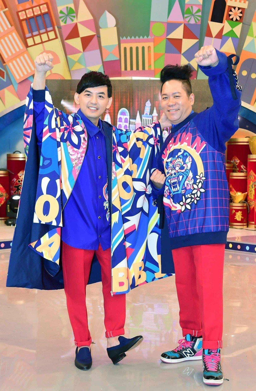 黃子佼(左)和卜學亮新節目「超級同學會」要找回演藝圈的回憶。圖/華視提供
