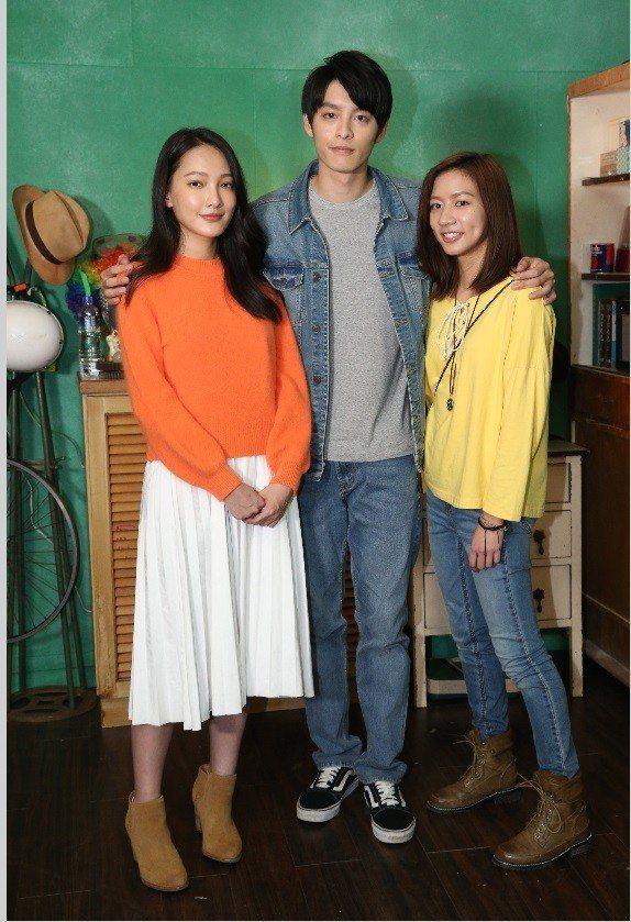 林映唯(左起)、曹佑寧和陳妤在「可不可以,你也剛好喜歡我」有微妙的3角關係。記者...
