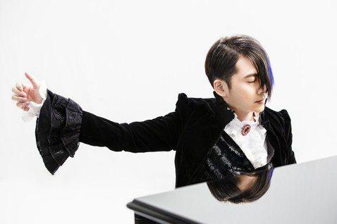 鋼琴演奏才子V.K克被喻為「流行鋼琴界的周杰倫」,從小受到背痛困擾,20歲確診是僵直性脊椎炎,身高僅158公分,意志力堅強的他不氣餒、不喊痛,每天積極復健,並以長不高的身高為砥礪,創立個人音樂品牌「...