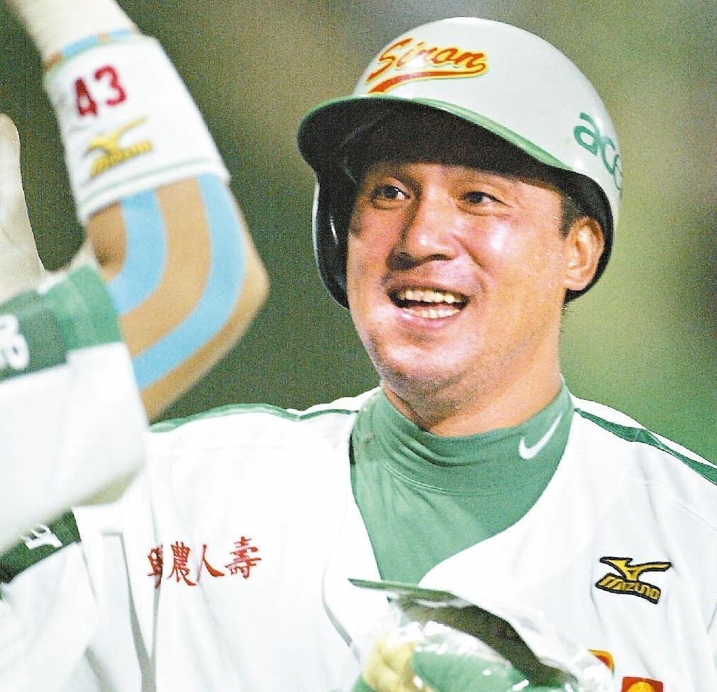 謝佳賢職業生涯最後一站是在前興農牛隊,雖然涉賭案不起訴簽結,但因接受簽賭集團性招...