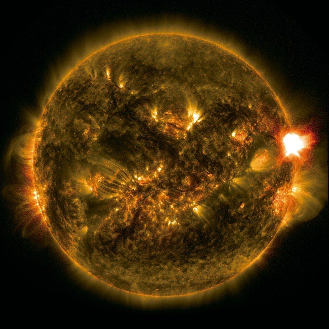 中國在2000年前漢朝時期,就有記錄太陽表面大黑子出現,黑子的週期約11年,上一...