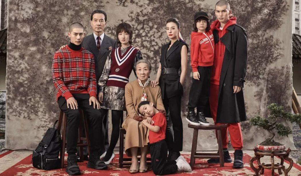英國時裝名牌Burberry慶祝中國農曆新年「摩登新禧」的廣告宣傳照,被批評陰森...