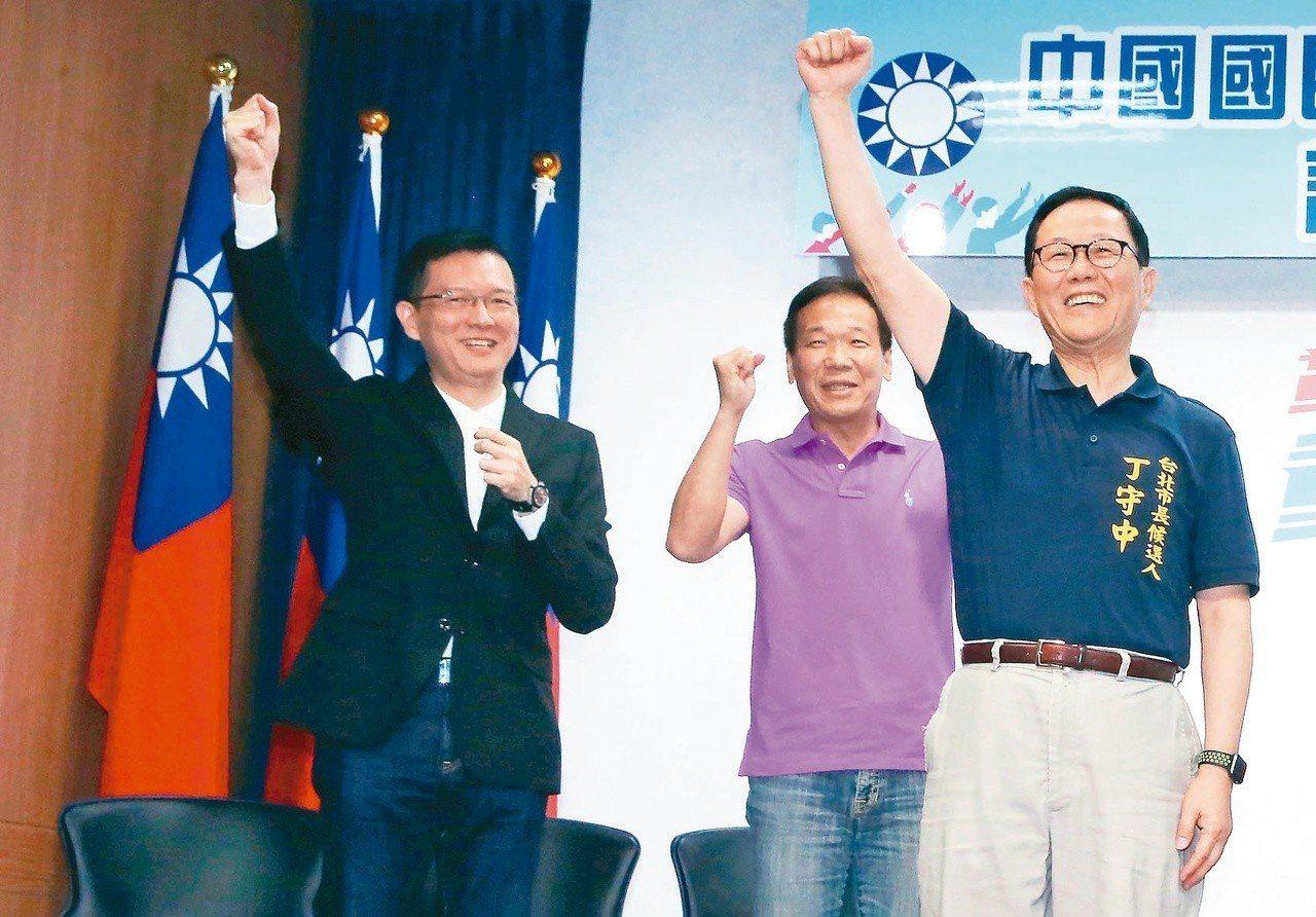 孫大千(左)去年參加國民黨台北市長黨內初選, 他說目的在實驗「空軍練兵」,僅花1...
