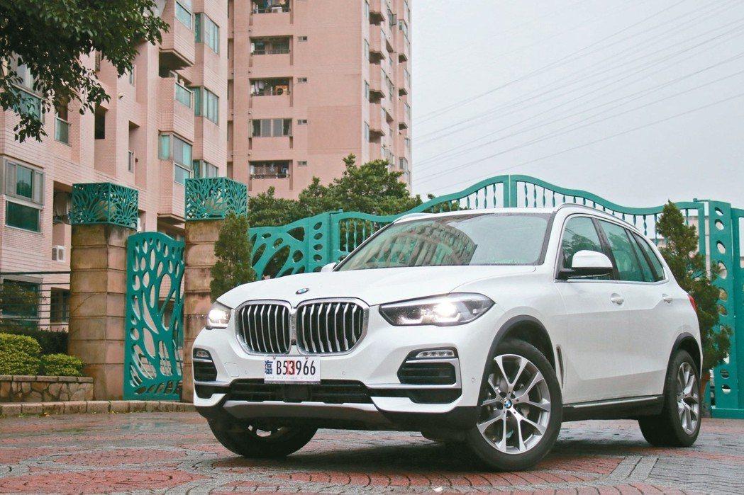 全新世代BMW X5豪華運動休旅展現「誰與爭鋒」的王者霸氣。 圖/陳志光