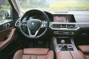 駕駛艙精進很多,融合極簡俐落與豪華現代美學。 圖/陳志光